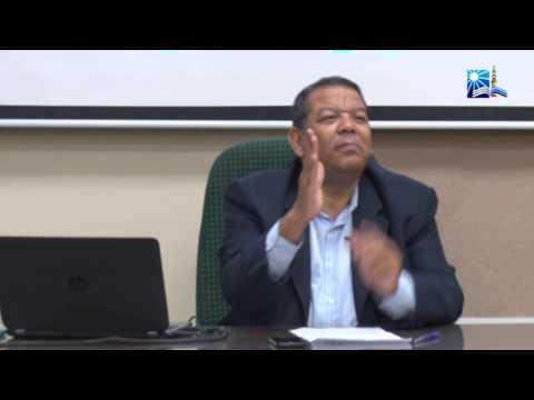 الدكتور/ طريف شوقي (من البرنامج التدريبي للموظفين الماليزيين)
