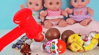 Куклы Пупсики открывают киндер сюрпризы Фиксики, молоточкам разбиваем яйца/Детский канал Зырики ТВ