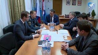 Андрей Никитин провел совещание в «Новгородавтодоре» по поводу уборки дорог на новогодних каникулах