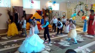 Танець з цукерками