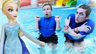 Эльза заморозила Аквапарк - Акватим - Смешные видео для детей