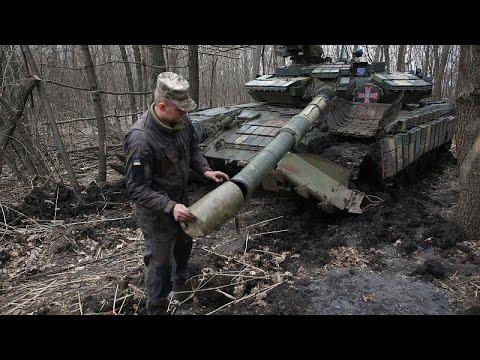 Ουκρανία: Ο Ζελένσκι στο πλευρό του στρατού – «Μην προκαλείτε» απαντά η Μόσχα…