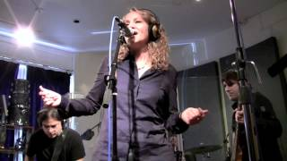 <b>Joan Osborne</b> Shake Your Hips Peak Performance
