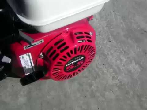 Der Anschluss der Schaltfläche das Gas das Benzin auf den Vergaser