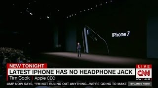 iPhone7 debuts, with no headphone jack