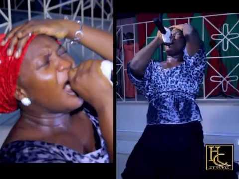 Bunmi Akinnaanu Adeoye (Omije Ojumi) draw tears from people's eyes at a concert