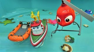 Кораблик Элаяс чистит море. Видео с игрушками.