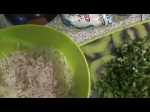 Простой салат из красной редьки