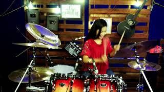 Gambar cover Kerennnn.. Drumer Cantik ini mengcover lagu dj aisyah vs akimilaku