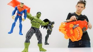 Супергерои: видео с игрушками! Супермен и Бэтмен стали плохими!