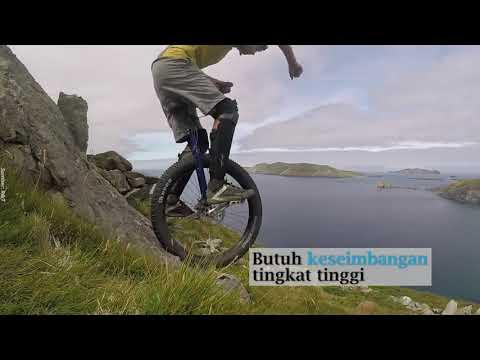 meTube id   Aksi Ekstrim Unicyclist Pro Taklukkan 5 Gunung 5 Benua