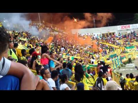 """""""Rebelión auriverde, apoyando al Cartagena!"""" Barra: Rebelión Auriverde Norte • Club: Real Cartagena"""