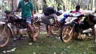 preview picture of video 'tarik motor di kota sekadau'
