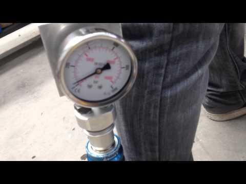 Cizalla Lukas S510 cortando acero alta resistencia con solo 100 bares (margen 600 bares)