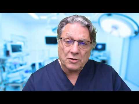 El foro del plástico del pecho el cirujano