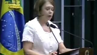 Senadora discursando no Plenário dobre Saneamento Básico