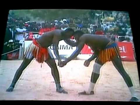 championnat National de lutte traditionnelle Maradi 2010.mpg