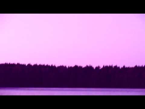 Красивый футаж раннее утро на реке лес лунная дорожка луна красиво отражающаяся в воде пение птиц
