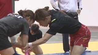 吉田笑顔、伊調は淡々レスリング女子練習公開