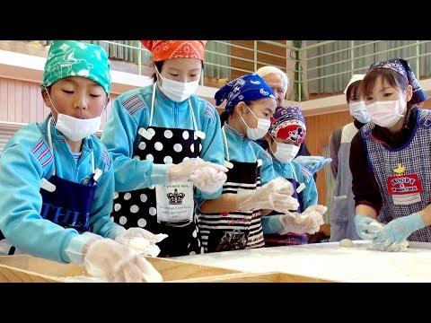 作った米で餅つき 砥部・麻生小で収穫感謝祭・愛媛新聞