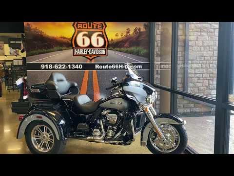 MIdnight Blue/Barracuda Silver 2020 Harley-Davidson® Tri Glide® Ultra