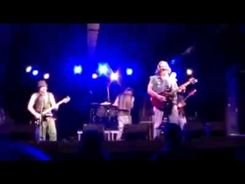 live @ amos's southend