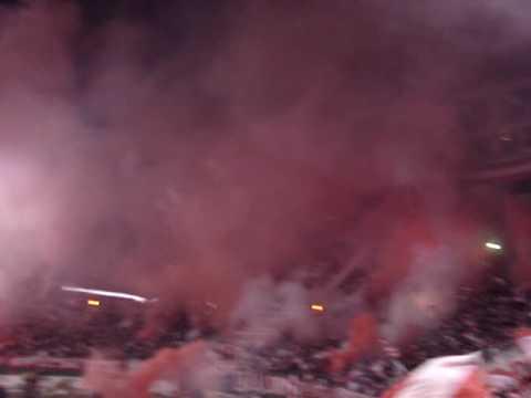 """""""Salida Estudiantes vs Cruzeiro (Final)"""" Barra: Los Leales • Club: Estudiantes de La Plata"""