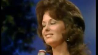 Leona Williams - Yes M'am, He Found Me In A Honky Tonk