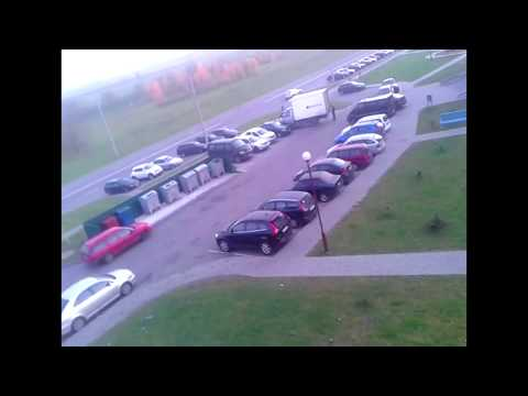 В Гродно во время скандала девушка выбросила с 14-го этажа половину вещей