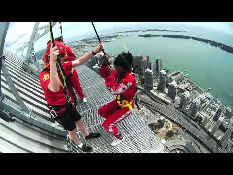 Specer po CN Tower na wysokości 356 metrów - bez barierek