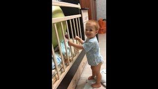 Ребенок крушит кроватку в 1 год и 5 месяцев побег не в ту строну (прикол \ смешно \ дети )