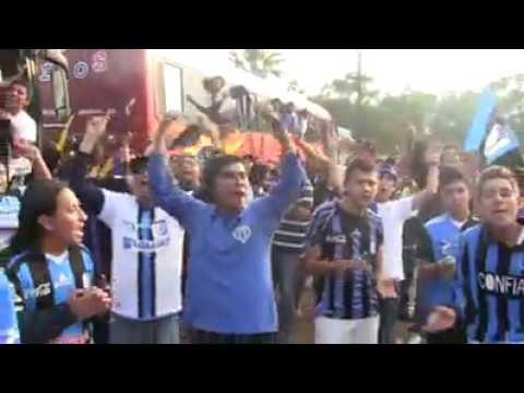 """""""RESISTENCIA ALBIAZUL en San Nicolás de los Garza tigres vs Queretaro"""" Barra: La Resistencia Albiazul • Club: Querétaro"""