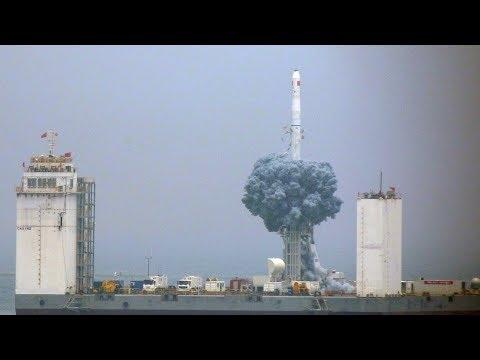 Čína poprvé vypustila raketu do vesmíru z moře. Dlouhý pochod 11 odstartoval z lodi