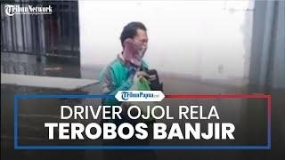Viral Video Driver Ojol Terobos Banjir Semarang Demi Antar Makanan, Khawatir Pelanggan Belum Makan