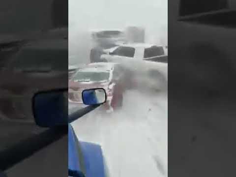 Массовое столкновение автомобилей на трассе i70