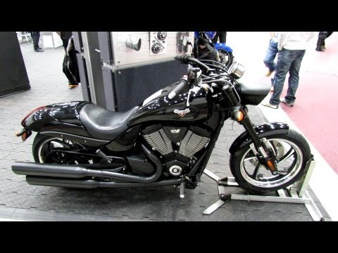 2013 Victory Hammer 8-Ball - Walkaround - 2013 Quebec City Motorcycle Show