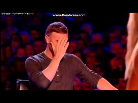 Co za tępa dzida! Półnaga blondi próbuje oczarować jury swoim żenującym występem w X-Factor!