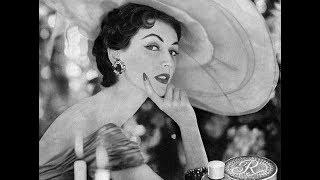 Тогда же она и придумала себе псевдоним  «Довима». Супер тонкая талия -модель 1950-х.