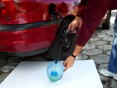 Warum entflammt sich das Benzin bei der Kompression nicht
