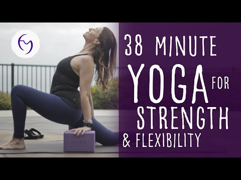 40 Minute Yoga Total Body Workout (Strength and Hips Class