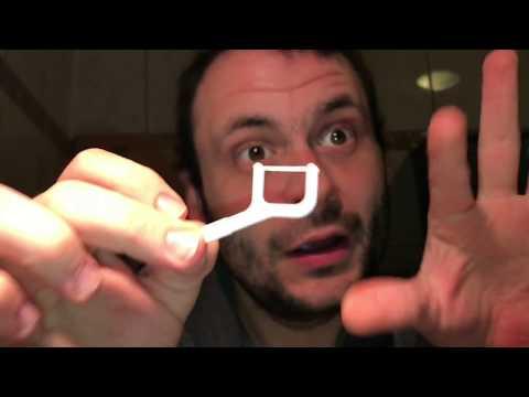 Zahnseide Sticks benutzen Zahnhygiene in den Zahn Zwischenräumen mit Zahnseide Prophylaxe Anleitung