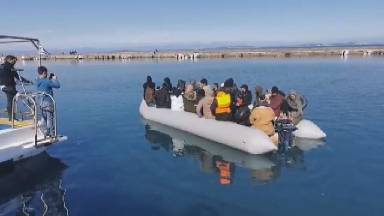 Μυτιλήνη: Πολίτες εμποδίζουν την αποβίβαση μεταναστών στο λιμάνι της Θερμής