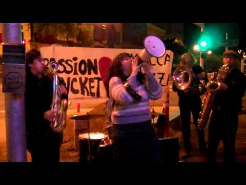 Passion Bucket loves Mucca Pazza