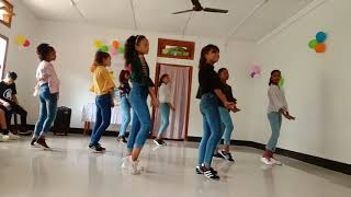 Busy busy song group dance by kakoi students
