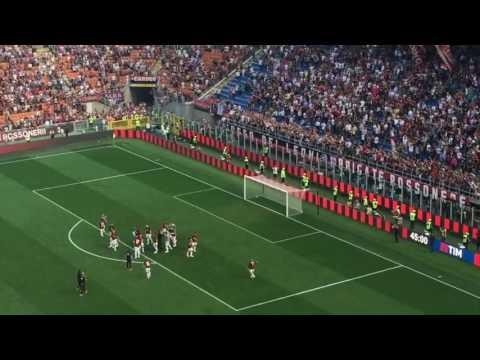 Il Milan torna in Europa dopo 3 anni: la festa dei rossoneri sotto la Sud!