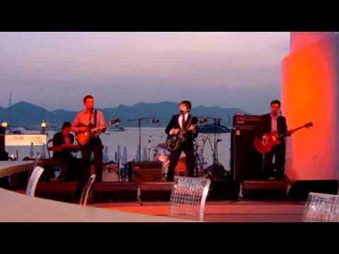 Miles Kane - Quicksand (Live au Festival de Cannes)