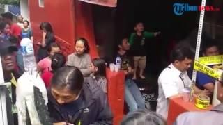 Video Penggeledahan Rumah Bomber Kampung Melayu di Cibangkong Bandung