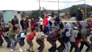 Los niños siguen divirtiéndose con el chuchuguagua