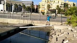 faze tari cu skateboardul peste apa