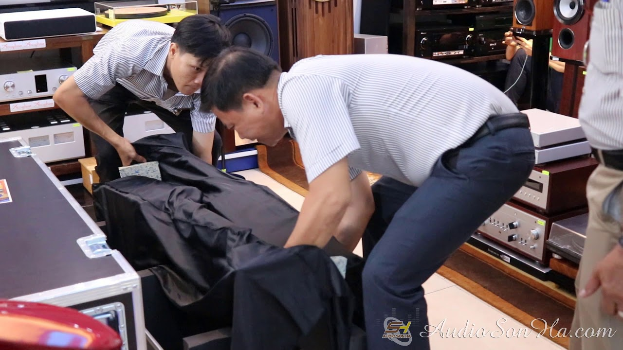 Khui thùng cặp loa Kaiser đầu tiên tại Việt Nam